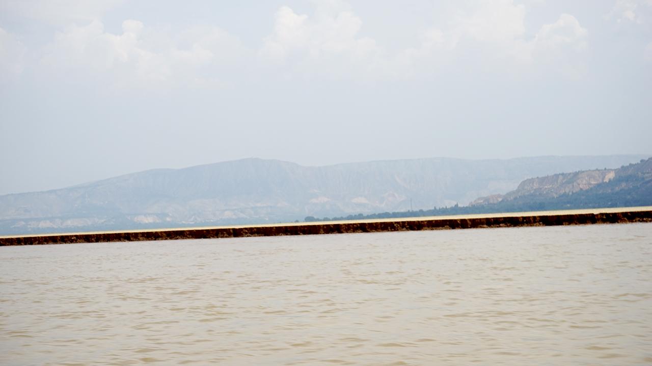 유가협댐 상류 퇴적되는 황토층