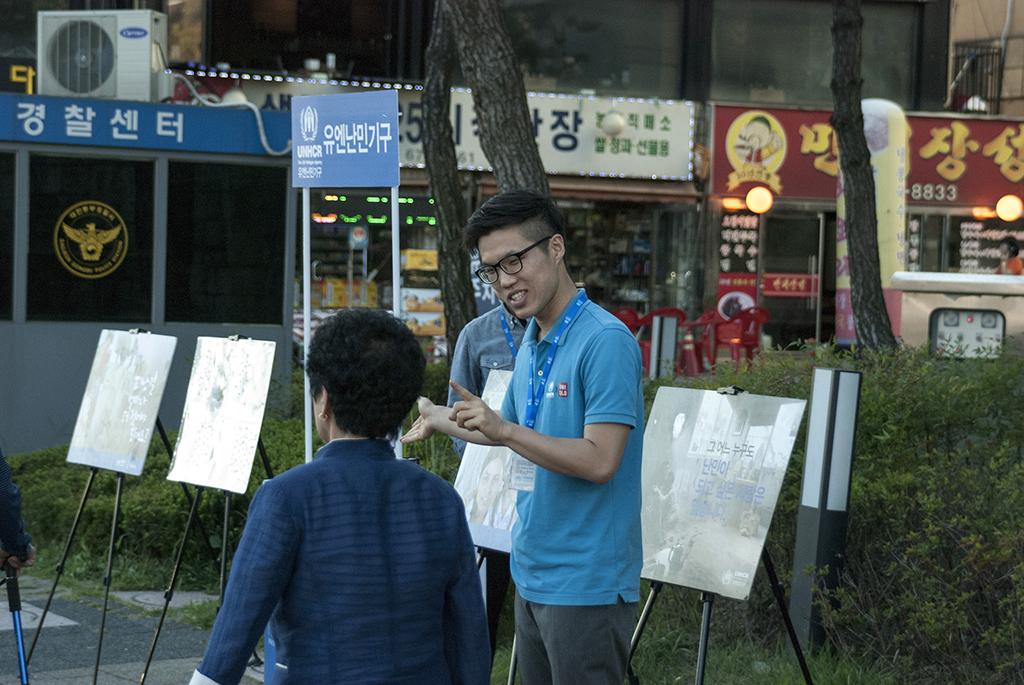 유엔난민기구 거리 모금 활동가들의 캠페인 현장 (1)