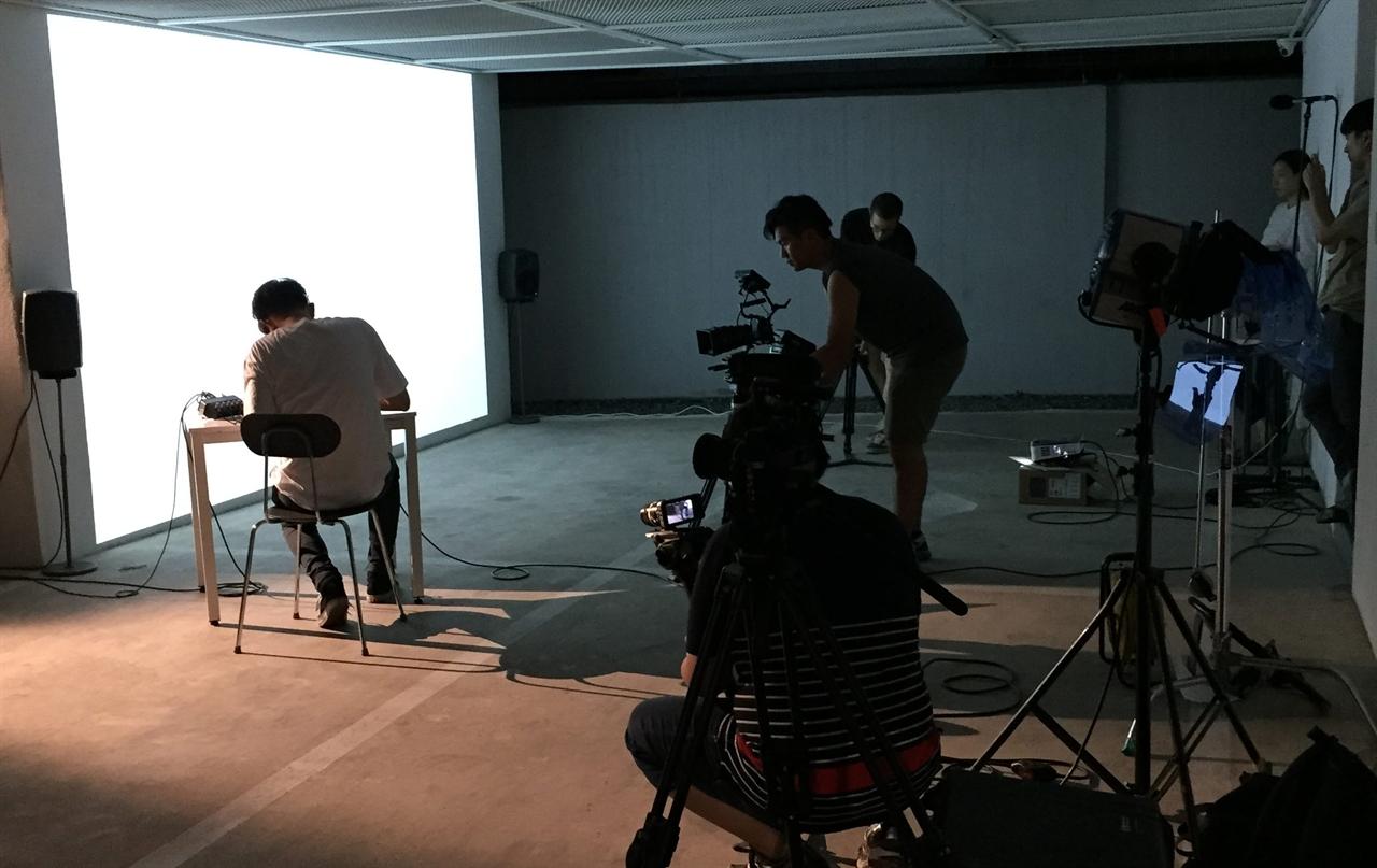 GRAYCODE의 작업실인 '연남동 고깔집' 내외부에서 NIP 프로젝트의 모든 촬영이 이루어졌다.