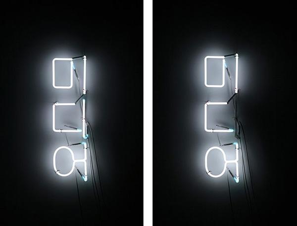 """인세인박 작가의 작품 """"미디어(MIDEA)"""", neon, flashing, 30x78cm, 2010년"""