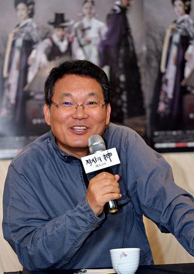<장사의 신-객주 2015> 연출을 맡은 김종선 감독이 23일 첫 방송을 앞두고 서울 여의도 모처에서 열린 기자간담회에 참석해 기자들의 질문에 답하고 있다.