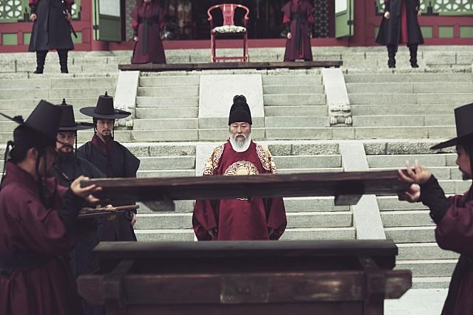 영화 <사도>의 한 장면.