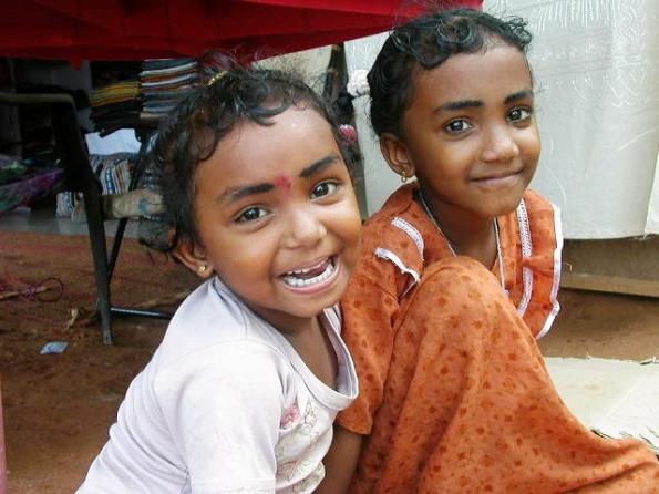 명멸했던 왕조의 역사와는 무관하게 함피에서 만난 인도 아이들의 눈동자는 맑았고, 웃음은 더없이 선했다.