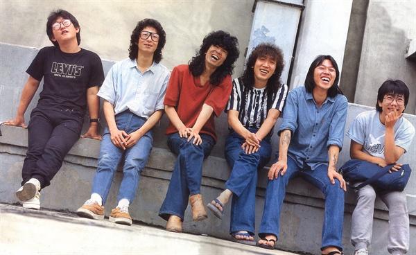지난 1986년, 2집으로 함께 활동했던 밴드 들국화. 왼쪽부터 손진태, 고 주찬권, 전인권, 최성원, 최구희, 고 허성욱.