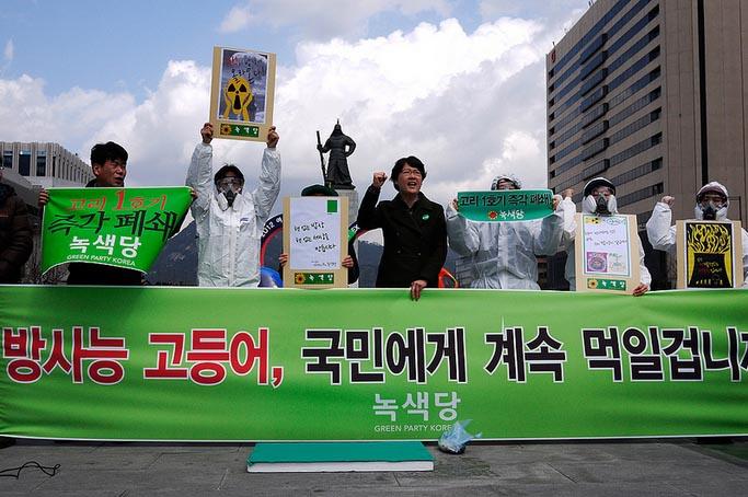2012년 4월 6일 방사능에 노출된 먹거리의 위험성을 알리는 기자회견
