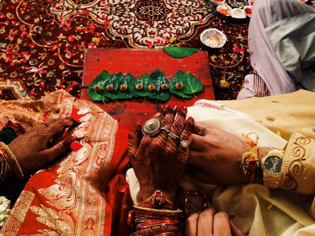 힌두 결혼식에서 가장 중요한 것은 신(Agni Deva) 앞에서 행하는 부부간의 서약이다. 7가지로 이루어진 다짐은 행복한 가정을 위한 노력, 건강한 라이프 스타일을 유지, 서로 사랑하고 존중한다는 등의 내용이다.