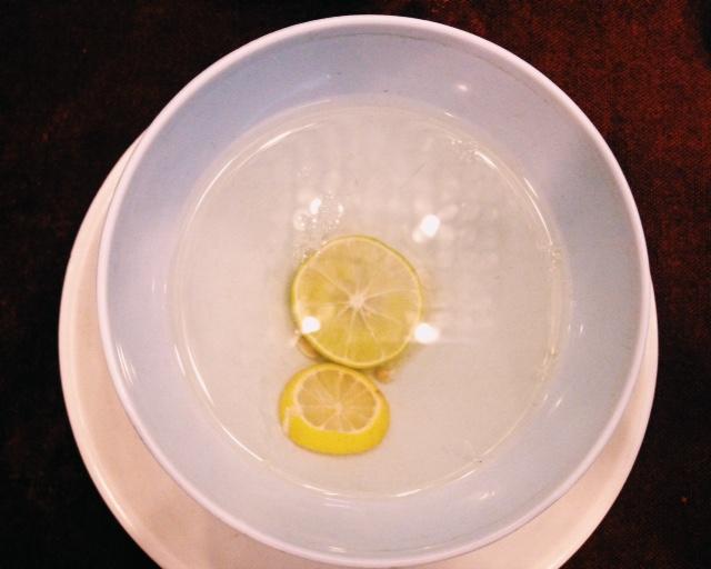 식사 후 마시는 물이라 착각했던 손 씻는 물