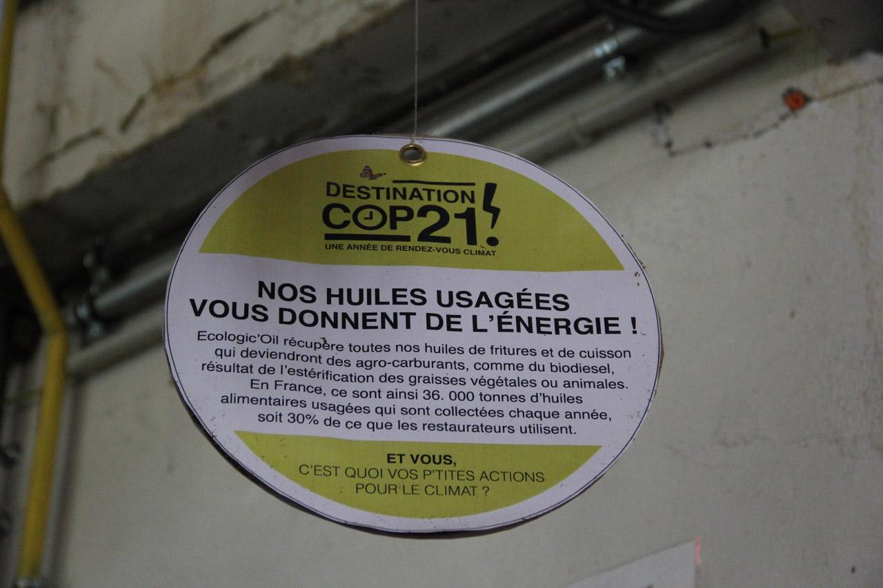 튀김과 요리에 쓰였던 기름은 '에콜로직 오일'이란 회사에서 수거해가서 바이오 디젤와 같은 연료로 만들어진다. 프랑스에서는 매년 요리하고 버려진 식용유 3만6천톤이 수거되는데, 이는 요식업계의 30%에 해당된다.  (참고: 바이오 디젤은 경유와는 달리 미생물 분해되며, 독성이 없으며, 연료로서 연소될 때 독성이나 기타 배출물이 현저하게 적다. https://ko.wikipedia.org/)