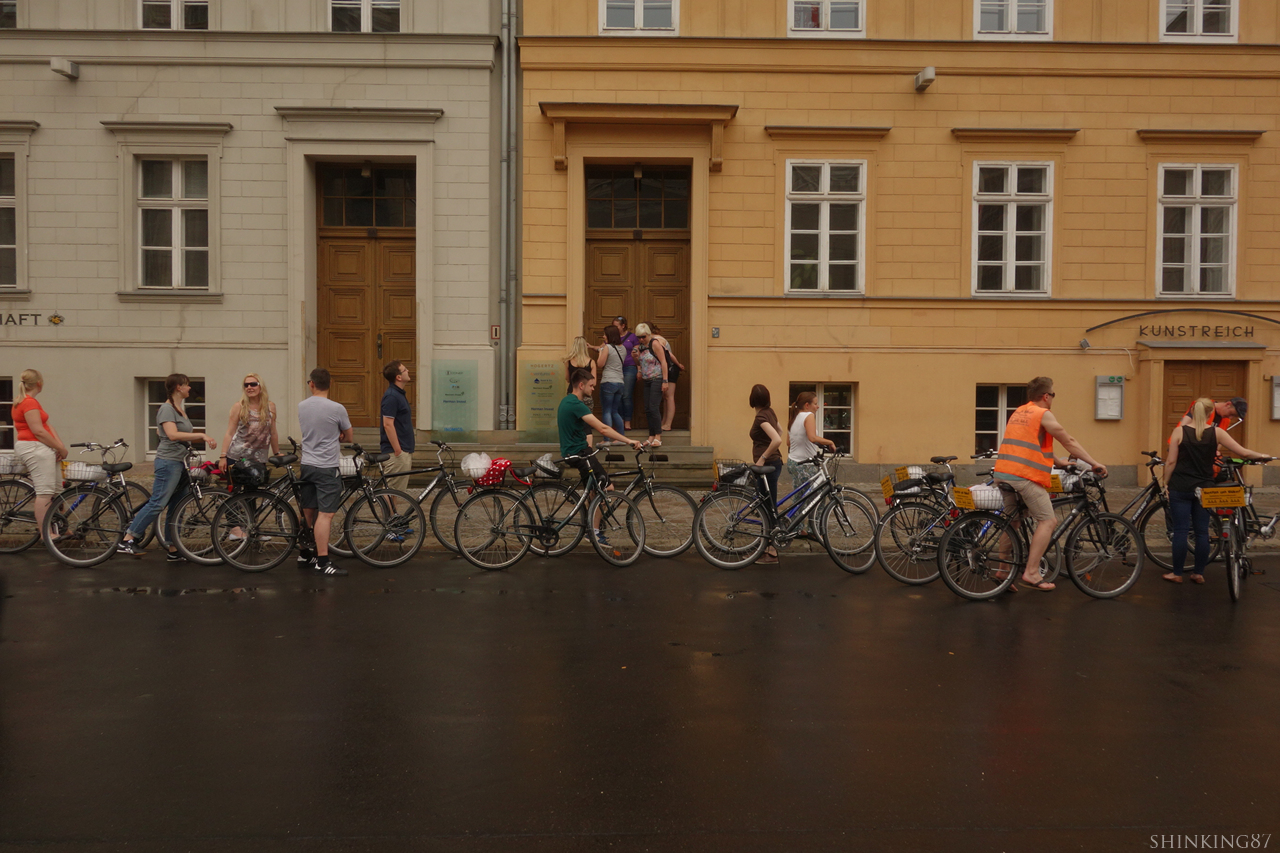 메르켈 총리의 집 앞