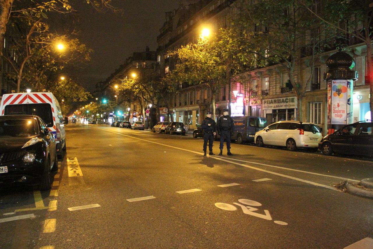 볼테르 가(boulevard) 50번지 주위는 출입통제 구역이 되어있다.