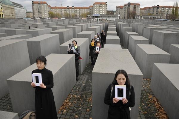 베를린 유대인 홀로코스트 메모리얼인 '기억의 벌판' 속을 한참을 걸었다