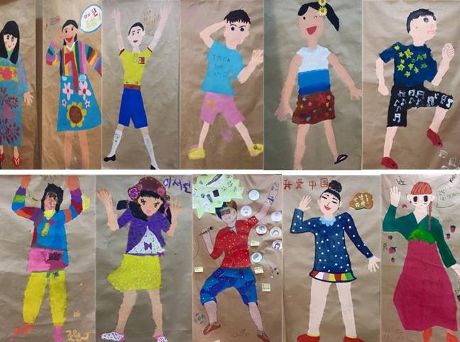 2015 남북코리아와 일본의 친구 그림전에 전시되어 있는 아이들의 전신그림 모음. 입은 옷은 각기 다르지만 모두다 환하게 웃고 있다.