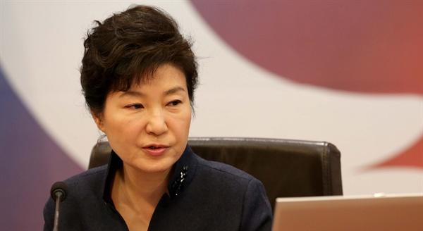 박근혜 대통령이 24일 청와대에서 열린 국무회의를 주재하고 있다.