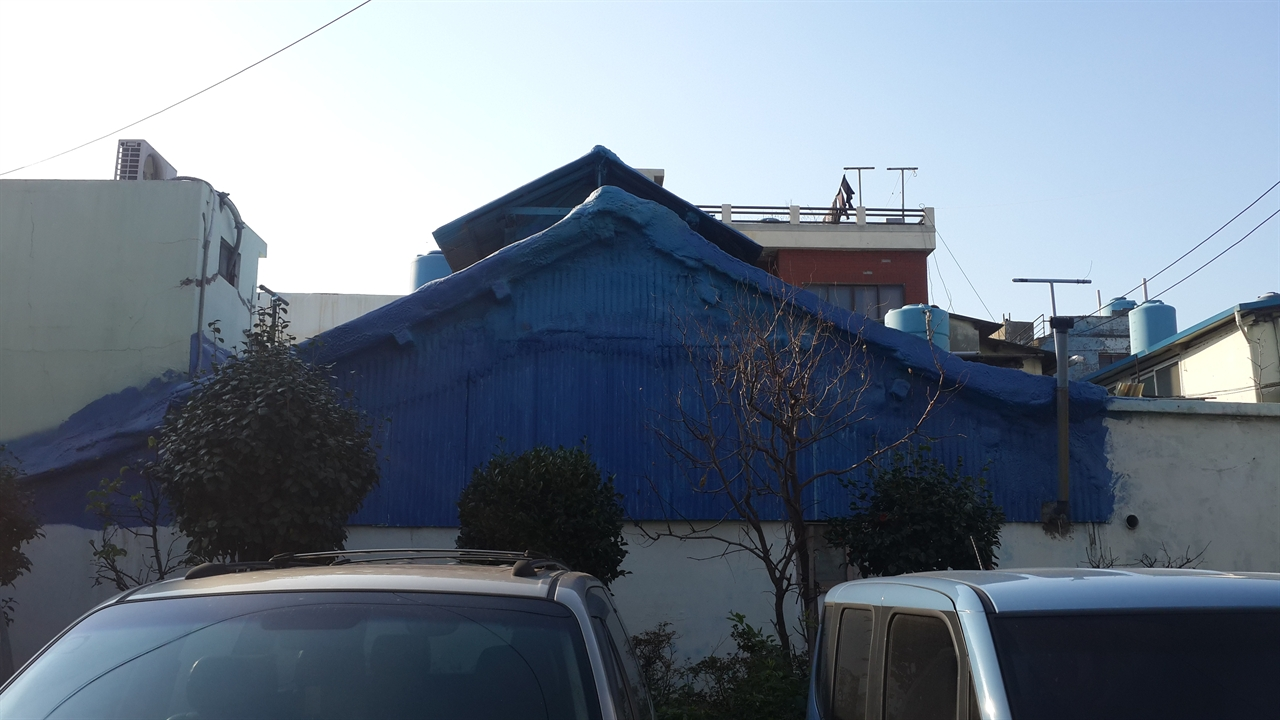 소막사에서 산 귀환동포들 당시 소막을 개축한 주택. 소막 환풍 시설이 그대로 남아있다.