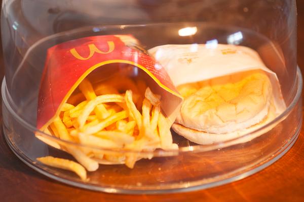 아이슬란드 최후의 맥도날드 햄버거