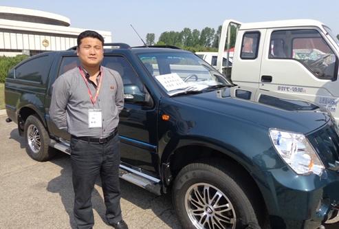 북한 국제상품전람회에 전시된 자동차들