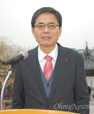 곽상도 전 청와대 민정수석이 14일 오후 대구시 달성군청 백년타워 앞에서 기자회견을 갖고 내년 총선에서 달성군 선거구 출마를 선언했다.