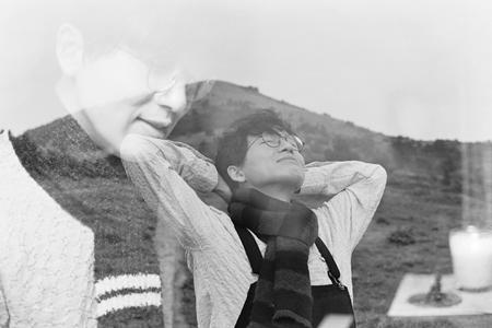 서울을 떠나 제주도에서 새로운 삶을 시작한 그. 그의 앨범에는 제주에서 겪은 경험들이 반영되어 있다.