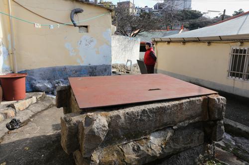 다순구미 마을의 큰 시암. 물이 부족하던 1920년대, 정인호라는 사람이 돈을 내서 판 공동 우물이다.