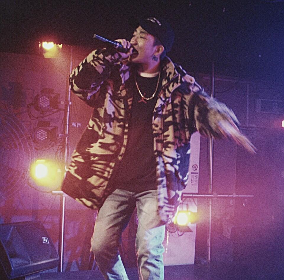 래퍼 로빅 래퍼 로빅은 데뷔 앨범 이후에 긴 공백기 이후 다시한번 활동에 박차를 가하고 있다.