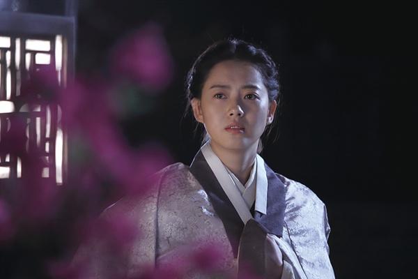 <조선마술사>에서 청명 역을 맡은 고아라, 그녀의 삶은 실제 역사 속 의순공주와는 다소 다르게 묘사된다.