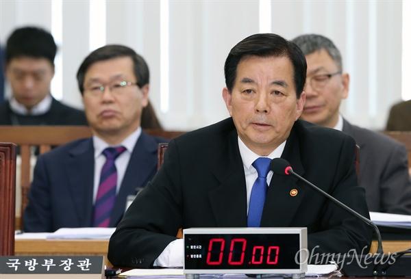 한민국 장관, 북한 핵실험 관련 현안보고 한민구 국방부 장관이 7일 국회 국방위 전체회의에서 북한 핵실험 관련 현안보고를 마친 후 의원들의 질의에 답변하고 있다.