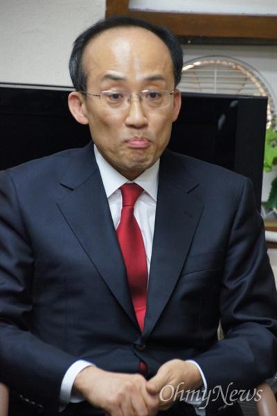 추경호 전 기획조정실장이 13일 오후 새누리당 경북도당에서 기자간담회를 갖고 자신의 출마 이유를 설명하고 있다.