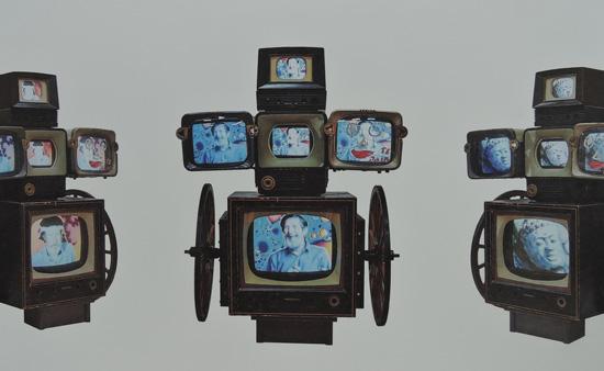 백남준 I '자화상 달마도(Self-Portrait Dharma Wheel)' 158*126*149cm 소형마차 엔틱 TV상장 모니터 1998년 작 서울시립미술관 캘린더에 소개된 작품