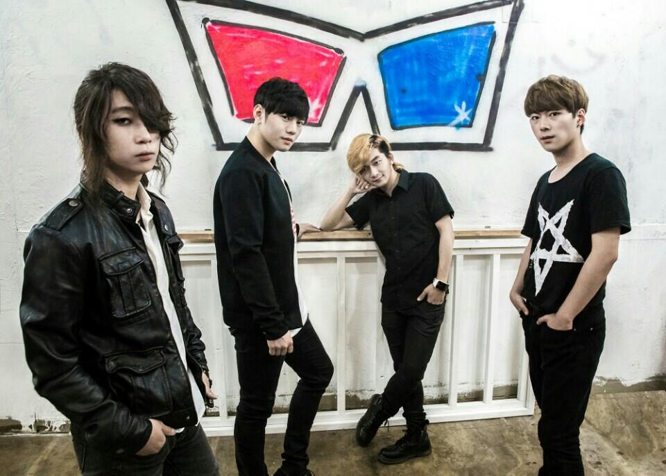 밴드 IMGL 4인조 하드록 밴드 IMGL은 정창훈, 비수현, 김동환, 최재훈으로 구성되어있다.