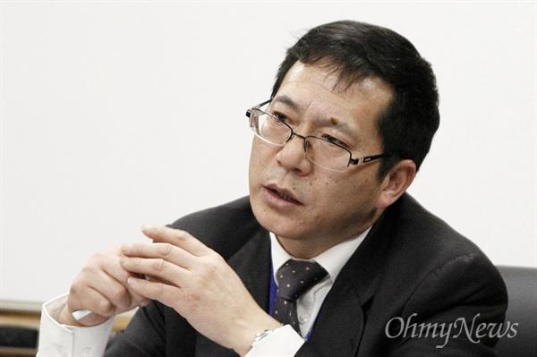 쑨커지(孫科志) 중국 푸단(復旦)대 역사학과 교수(한국사 전공)가 15일 푸단대를 찾은 전남 목포·신안의 중학생 29명들에게 '상하이의 한국인과 중한교류'를 주제로 강연을 하고 있다.