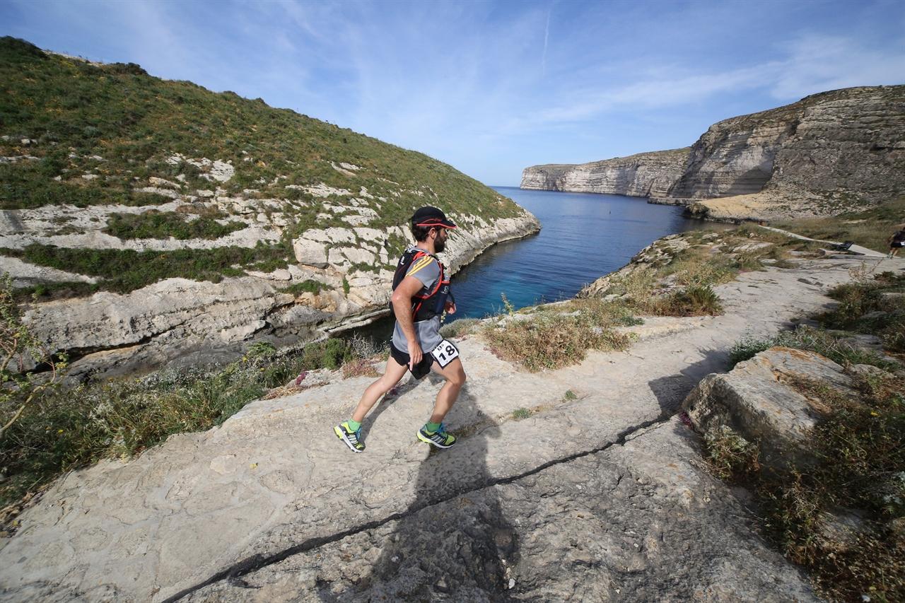 2015 고조 트레일 참가 모습. 트레일은 기본적으로 걷지 않고 언덕과 산을 달리는 스포츠 종목이다. Image by Ralf Graner (사진제공=몰타관광청)