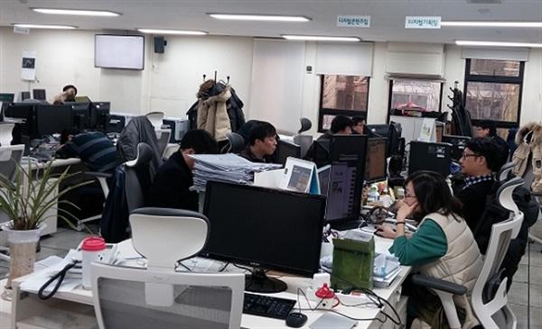 디지털팀은 편집국 바로 옆에 자리하고 있지만 편집국과 디지털팀의 협업은 아직 전략적 측면에서 고민하는 수준이다.