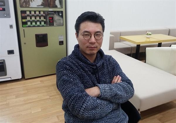 """엄원석 디지털기술부국장은 """"신문이 디지털 환경에서 살아남기 위해서는 '디지털 윤전기'가 필요하다""""고 강조했다."""
