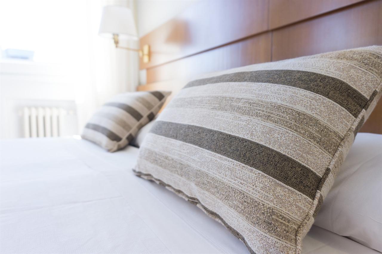 수면실 연구소 구석진 회의실에는 며칠동안 집에 가지 못하는 연구원들을 위해 준비된 수면실도 있었다