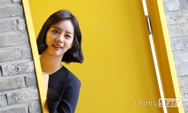 tvN 금토드라마 <응답하라 1988>에서 덕선 역의 배우 이혜리가 27일 오전 서울 성수동의 한 호텔에서 포즈를 취하고 있다.