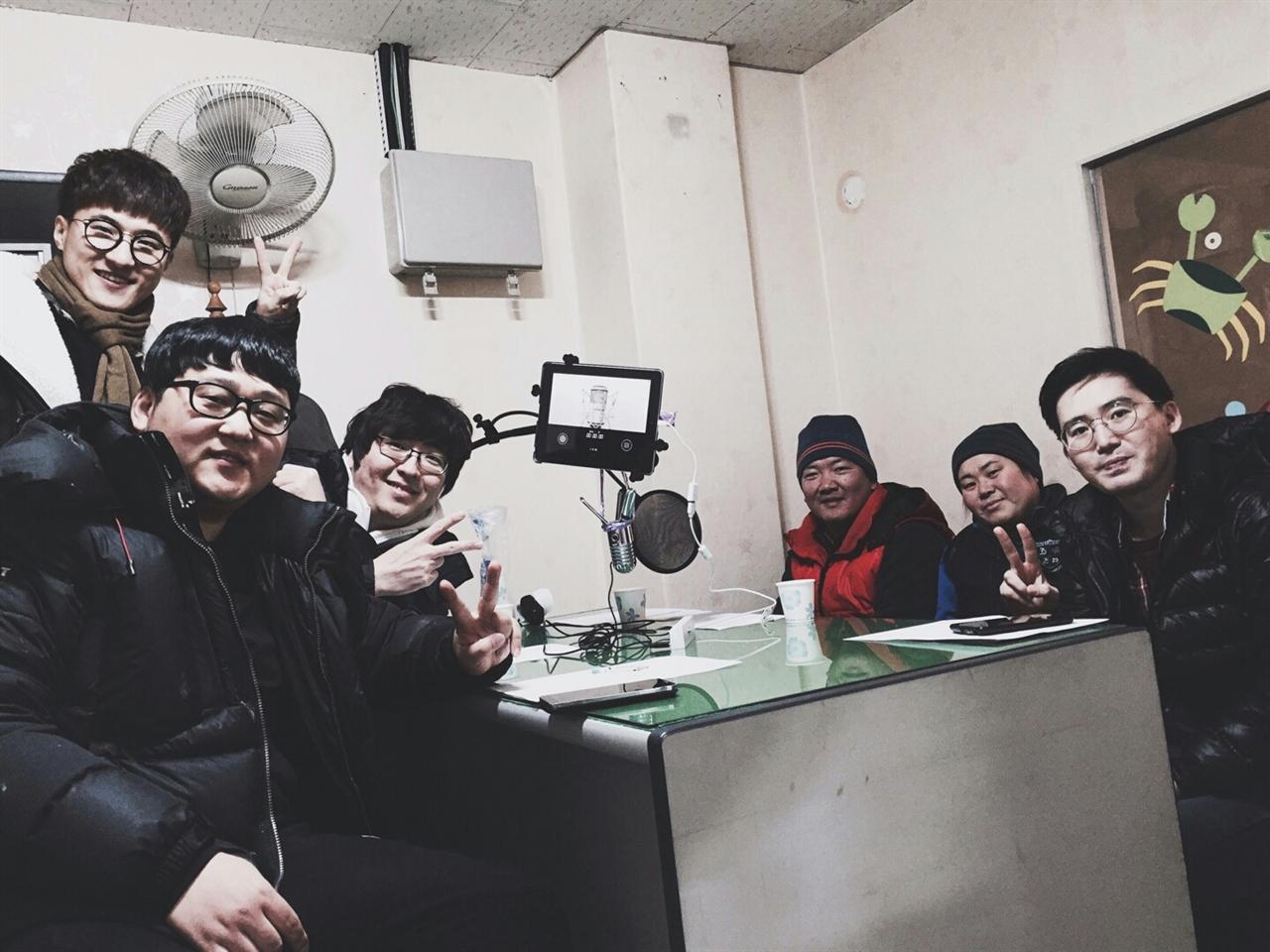 창업몬 팟캐스트 창업몬 5화 2부 녹음을 하기 위해 멤버들과 게스트가 한자리에 모였다