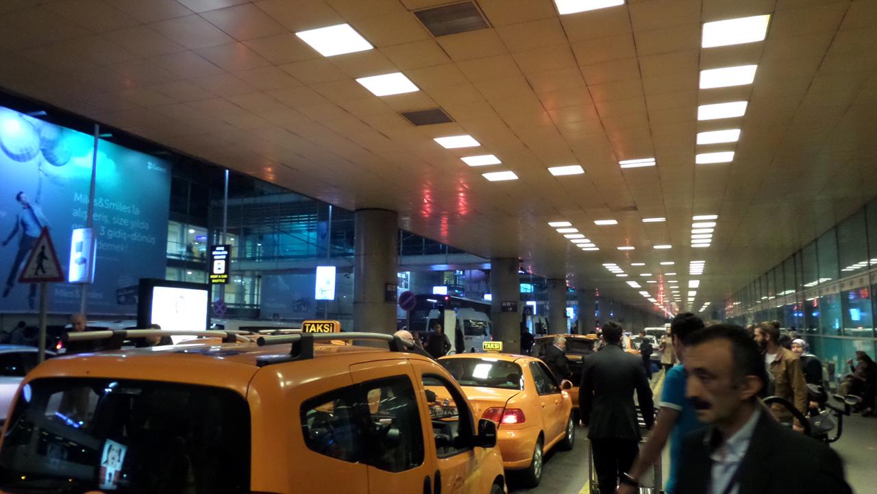 아타튀르크 공항 입구 IS 테러로 깐깐한 입국심사 통과.