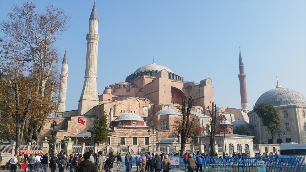 아야 소피아 성당 전경 비잔틴 예술의 최고 걸작품으로 꼽힌다.