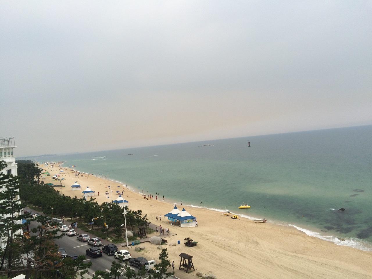 경포해변 해안가의 건물들이 정비되어 몰라보게 깨끗해졌다