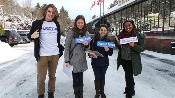 코네티컷에서 뉴햄프셔 페터보로로 자원봉사자 온 학생들