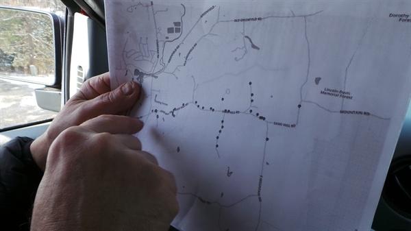 방문유세의 기본은 지도 읽기다. 동선을 잘 짜야 짧은 시간에 많은 집을 방문할 수 있다.