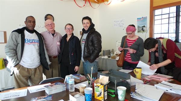 뉴햄프셔 페터브룩 선거 사무소의 자원봉사자들