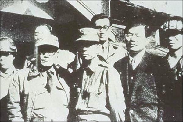 반민특위 습격사건과 반민특위 요인 암살 사건을 주도했던 친일경찰 출신 노덕술(앞줄 왼쪽 첫번째)최난수 (앞줄 왼쪽 세번째)