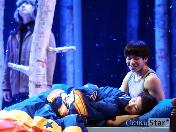 지난 1월 21일, 서울 예술의전당 CJ토월극장에서 연극 <렛미인> 프레스콜이 진행됐다.