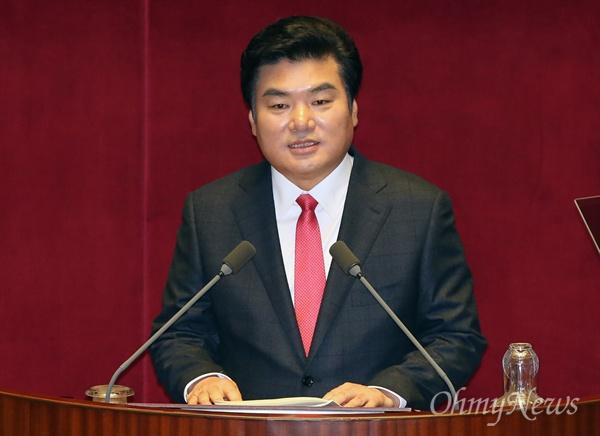 원유철 새누리당 원내대표가 15일 오전 국회 본회의에서 교섭단체 대표연설을 하고 있다.