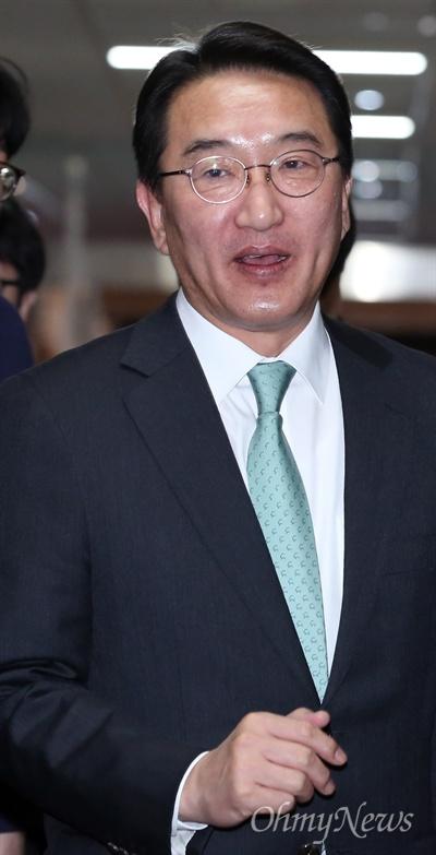 현기환 정무수석이 테러방지법 등 쟁점 법안의 조속한 처리를 요청하기 위해 국회를 방문했다.