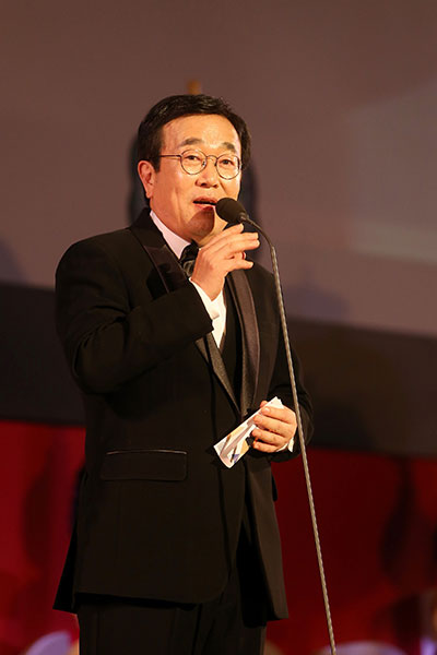 2015년 부산영화제 개막식에서 개막선언을 하고 있는 서병수 부산시장