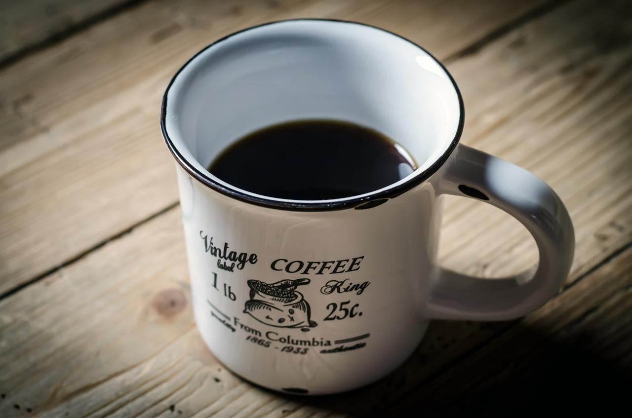 커피 한여름에 뜨거운 커피를 마시며 사장님과 첫 대면을 했다