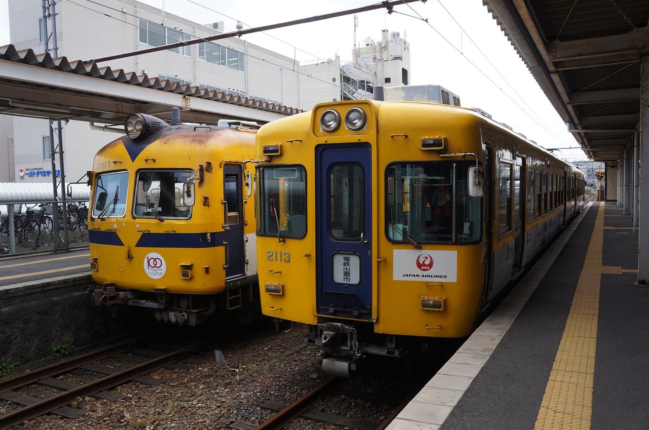 마츠에신지코온천역 구내. 노란색 열차가 메인입니다.