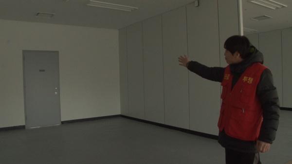 매장 한가운데 있는 방화문 (사진 : 칼라TV)